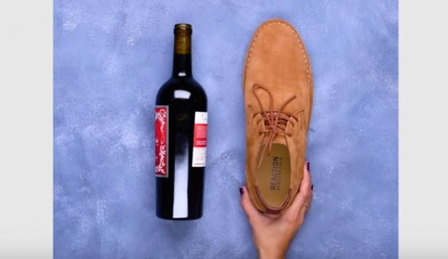 Nincs dugóhúzód? A cipőddel is simán kiszeded a dugót.